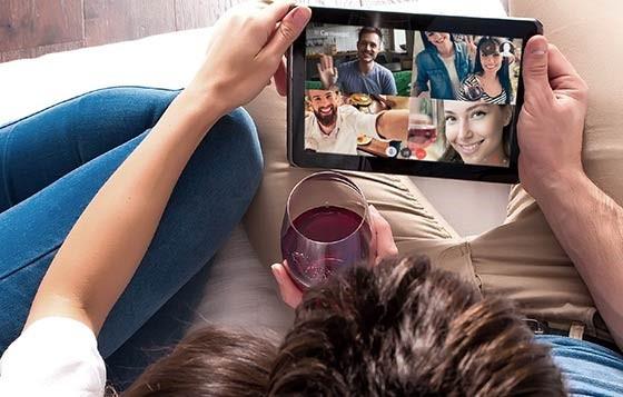 Obyczaje konsumentów wina - aperitif przez internet.