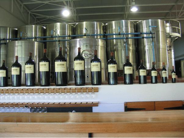Kupaż i fabryka zajmująca się mieszaniem wina.