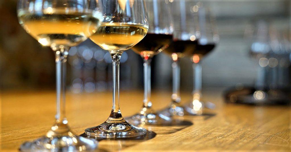 Jakie wino na świąteczny stół? Białe, czerwone?
