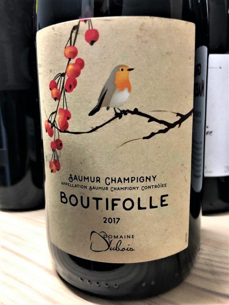 Rudzik zdobi etykietę wina.
