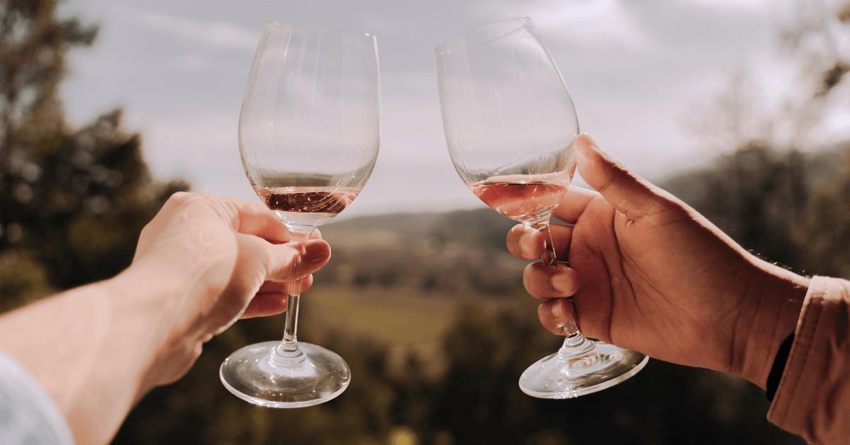 Białe wino na lato